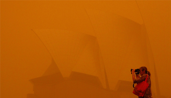 Sydney in a dust storm in September 2009, during the most recent El Niño event. PHOTO ROB GRIFFITH, ASSOCIATED PRESS